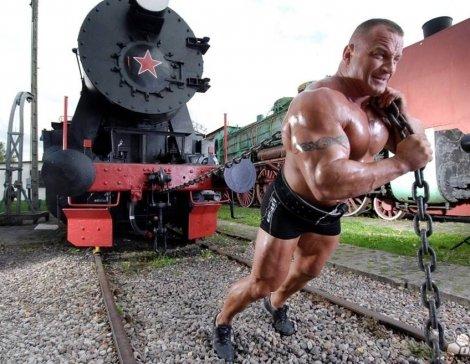 Mariusz-Pudzianowski-train-lift