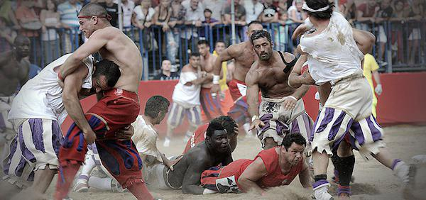 calcio-storico-might-be-the-most-brutal-sport-on-the-planet-31-photos-video-3