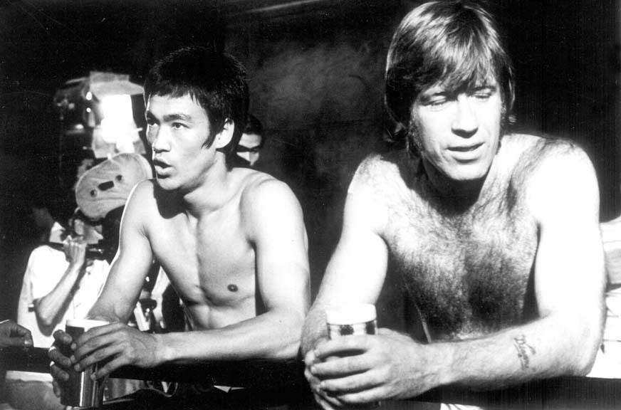 Bruce-Lee-and-Chuck-Norris-taking-a-break-on-the-set-of-The-Way-of-the-Dragon