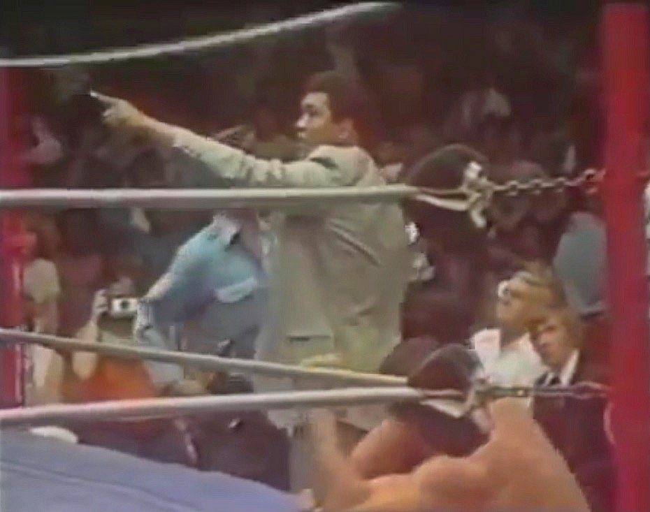 Ali ring side pointing at Monsoon
